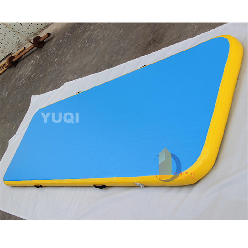 YQ74 Customized logo inflatable air tumble track