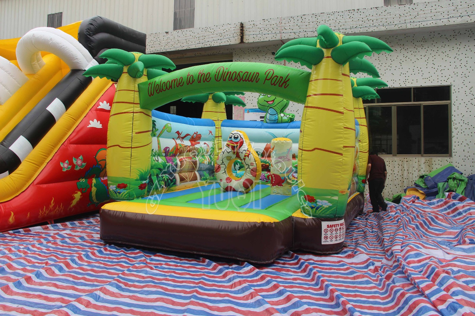 YUQI-Best Animal World Inflatable House For Kids Play Yq580